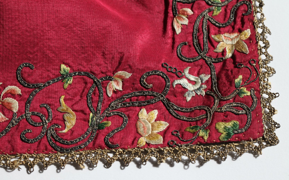 Red silk cloth c.1590-1610